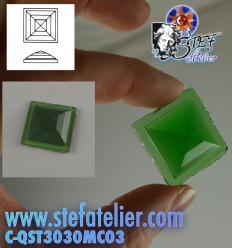 cabochon Pyramide Rombo 30x30mm Vert