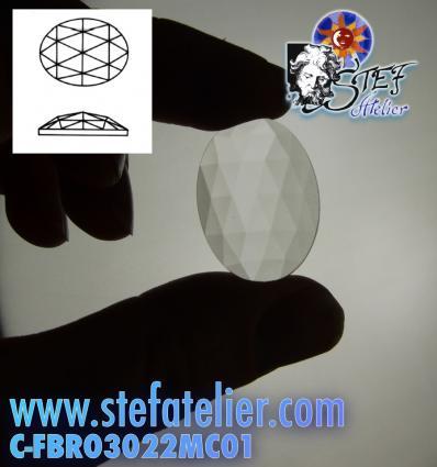 cabochon ovale à facettes de 30/22mm couleur clair